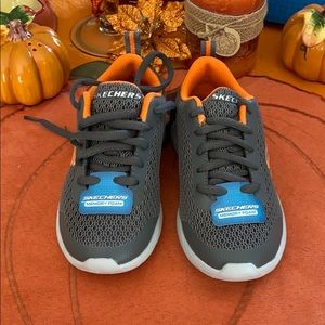 SKECHERS BOYS DYNA-LITE SPEEDFLEET SHOES